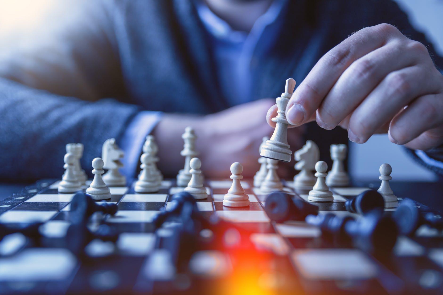 企業可以通過這些渠道將風險轉移或分擔出去